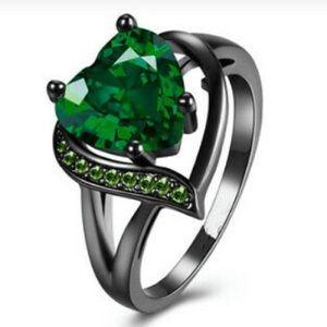 Emerald green black ring size 7